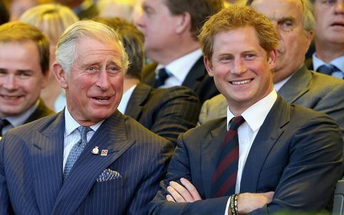 Harry đã gửi email cho Thái tử Charles biện minh về lý do đem chuyện nhà kể hết trên sóng truyền hình