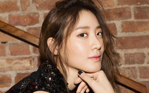 Nữ diễn viên Claudia Kim ký hợp đồng với YG Entertainment