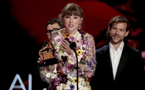 Taylor Swift xác lập kỷ lục mới khi 3 lần giành được Kèn vàng cho hạng mục này