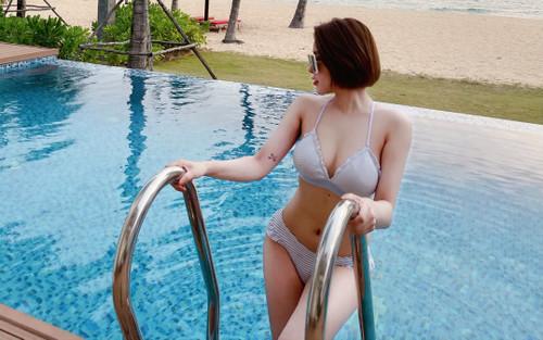 Hot girl Trâm Anh quá nóng bỏng khi mặc bikini khoe vòng một 'khủng'