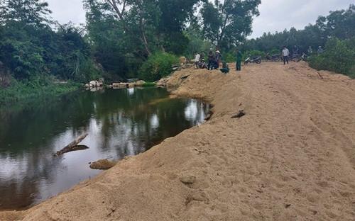 Nam sinh lớp 7 đuối nước tử vong thương tâm ở khu vực khai thác cát trái phép