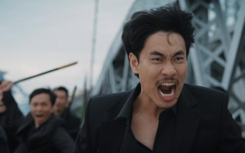 'Chìa khóa trăm tỷ': Kiều Minh Tuấn mặt ngầu 1 mình chống lại 10 người, Thu Trang hỏi: 'Võ sĩ thiệt?'