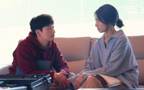 Cho Seung Woo và Park Shin Hye ngọt ngào trong hậu trường 'Sisyphus: The Myth'