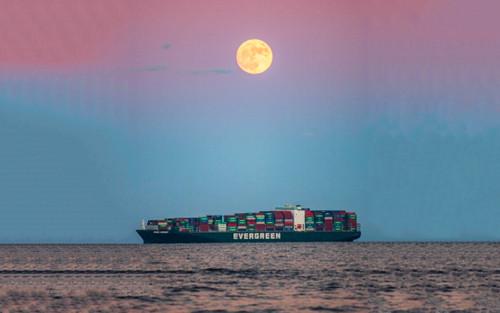 'Siêu Trăng Giun' góp phần giải cứu tàu Ever Given mắc cạn ở kênh đào Suez