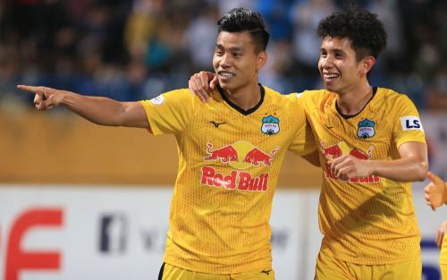 HAGL thắng đẹp, Hà Nội FC thua xấu ví vì Văn Quyết đạp đối thủ!