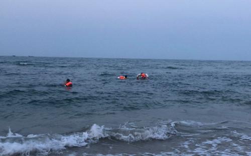Đi tắm biển cùng bạn, nam sinh 16 tuổi đuối nước tử vong thương tâm