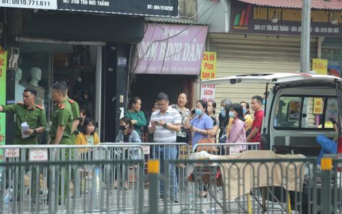 Phó Chủ tịch UBND TP Hà Nội thăm hỏi, động viên gia đình các nạn nhân trong vụ cháy khiến 4 người tử vong