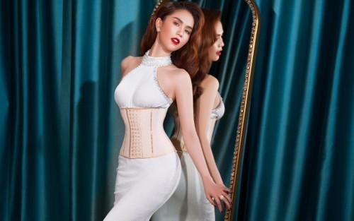 'Nữ hoàng nội y' Ngọc Trinh diện váy corset khoe body đồng hồ cát vạn người mê