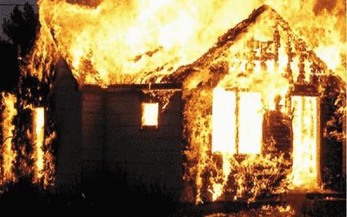 Cháy nhà lúc rạng sáng, một nam sinh lớp 9 tử vong
