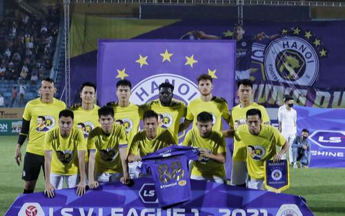 Liên tục chơi xấu, cầu thủ Hà Nội FC có xấu hổ trước nỗi đau của Hùng Dũng?