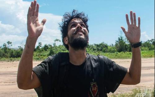 Phi công sống sót thần kỳ sau 38 ngày máy bay phát nổ giữa rừng Amazon