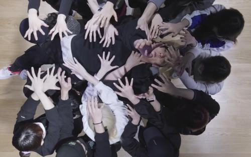 Làm lành chưa được bao lâu, YG đã đăng tải video Dance Practice của iKON nhằm 'khịa' Mnet