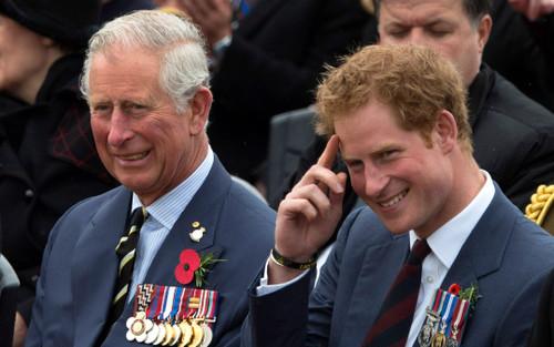 Thái tử Charles muốn đi dạo với Hoàng tử Harry trước khi con trai trở về Mỹ