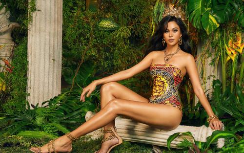Mâu Thuỷ diện bikini sắc màu, khoe làn da nâu bóng đẹp khoẻ khoắn chẳng kém các mỹ nhân Latinh