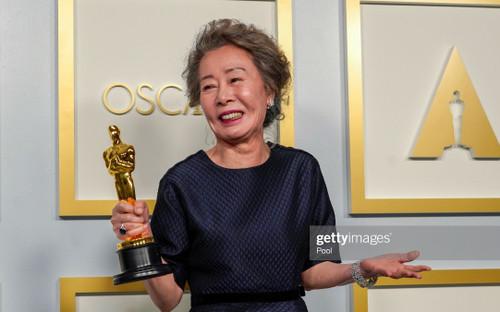 Youn Yuh Jung của 'Minari' trở thành nữ diễn viên châu Á thứ hai thắng giải Oscar