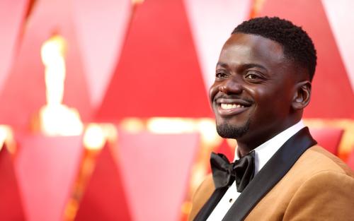 Bài phát biểu 'đi vào lòng đất' tại Oscar 2021: Đề cập cả chuyện giường chiếu khiến khán giả 'xỉu ngang'