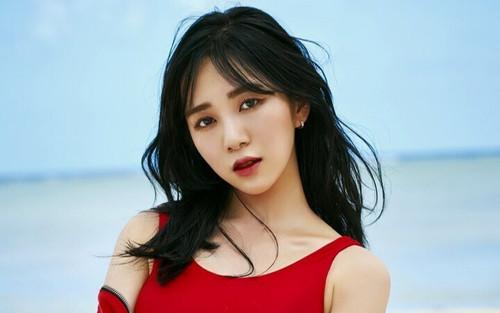 Shock: Cựu thành viên AOA Kwon Mina đăng ảnh bàn tay đầy máu, nghi vấn tự tử khiến dân mạng hoang mang