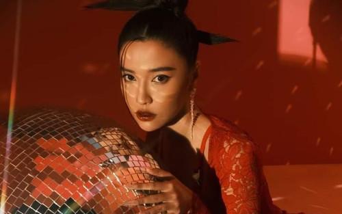 Bích Phương khiến fan tự hào khi xuất hiện trên biển quảng cáo tại Quảng trường Thời đại danh giá