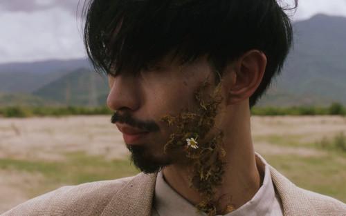 Đen Vâu 'nhá hàng' MV mới: Tóc tai bù xù, râu đầy đất và loạt cảnh quay ấn tượng
