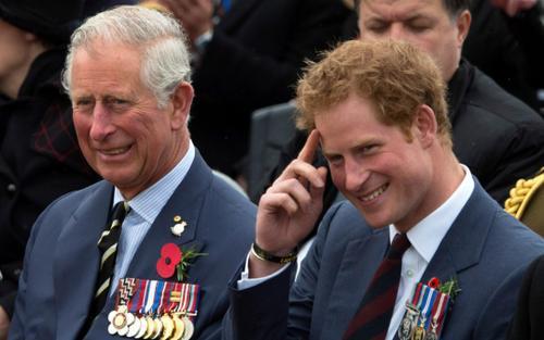 Harry gây sốc khi chỉ trích cách dạy con của Thái tử Charles và vợ chồng Nữ hoàng Anh