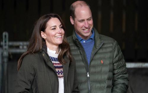 17 bức ảnh cho thấy Hoàng tử William và Kate cũng như bao cặp đôi bình thường
