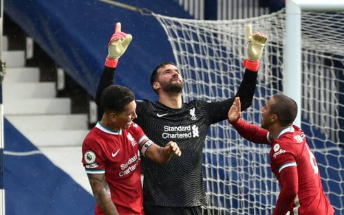 Alisson Becker ghi bàn thắng kim cương cho Liverpool: 'Chúa đã đặt tay lên đầu tôi'