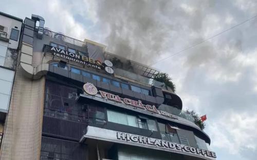 Hà Nội: Cháy tại tầng 6 toà nhà 'hàm cá mập' khiến nhiều người sợ hãi