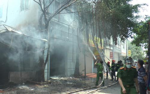 Hà Nội: Cháy lớn tại quán bia vào giữa trưa, thiêu rụi nhiều tài sản
