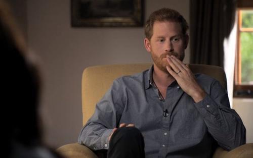 Harry tiếp tục kể khổ, công kích gia đình hoàng tộc trong phim tài liệu mới