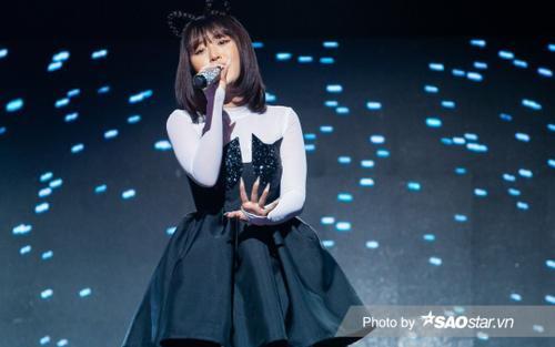 The Heroes: Han Sara thay váy áo 'xoành xoạch' trên sân khấu khiến Master Hà Lê toát mồ hôi hột