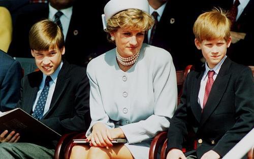 Cuộc gọi điện cuối cùng của William và Harry với mẹ, cố Công nương Diana khiến hai anh em mãi day dứt