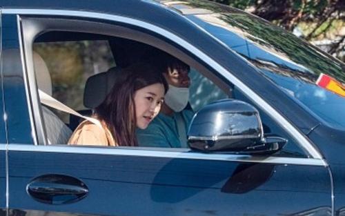 Dispatch khui ảnh hẹn hò của Lee Seung Gi và nữ phụ 'Hwarang'