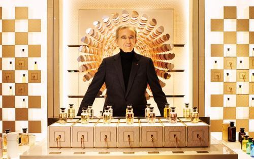 Ông chủ Louis Vuitton soán ngôi giàu nhất thế giới của tỷ phú Jeff Bezos