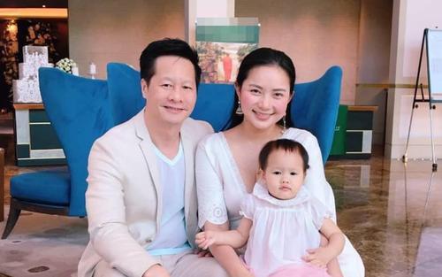 Phan Như Thảo được chồng hơn 26 tuổi cưng như bà hoàng, trao hết tài sản, đút tôm cho ăn