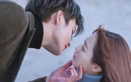 3 cảnh phim trong 'Doom at Your Service' minh chứng Park Bo Young tìm đường vào trái tim của Seo In Guk