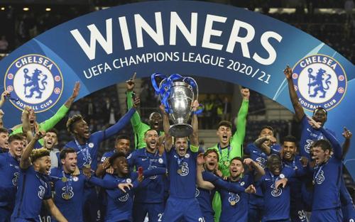 VIDEO: Khoảnh khắc Chelsea nâng cao Cúp bạc Champions League