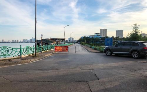 Hà Nội: Lập chốt chặn quanh hồ Tây, ngăn người dân đi xe đạp, chụp ảnh để phòng dịch Covid-19