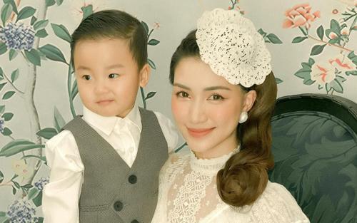 Tung ảnh concept cực sang chảnh cùng bé Bo, Hoà Minzy liệu đang 'ủ mưu' cho con trai đóng MV mới?