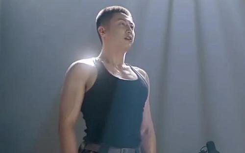 Hình tượng quân nhân của Hoàng Cảnh Du bị chê bai trong phim mới: Múi đâu chẳng thấy chỉ toàn thịt