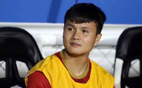Netizen phát hiện Quang Hải tranh thủ mua xôi trước trận đấu Malaysia: 'Anh mua nhanh còn vào thi đấu'
