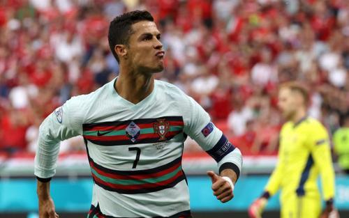 Ronaldo ghi hai bàn, lập kỷ lục vô tiền khoáng hậu ở EURO