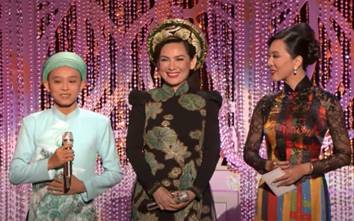 'Nhà Hồ Văn Cường rất nghèo, được Phi Nhung nuôi thật chứ không phải chỉ để nhận tên'
