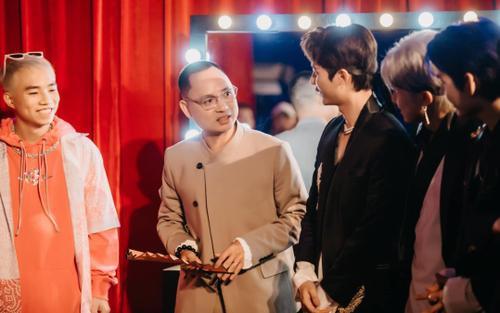 Master Nguyễn Hải Phong 'chiêu đãi' các học trò, riêng Han Sara bị cho 'ra rìa đến cuối mùa' vì lí do này