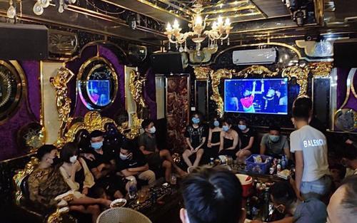 Phát hiện 20 đối tượng nam nữ tụ tập uống bia, hát karaoke bất chấp dịch Covid-19