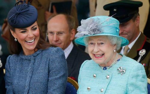 9 điều cho thấy thành viên hoàng gia Anh cũng sống như người bình thường