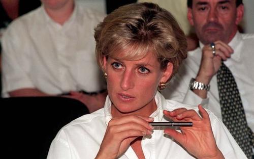 Công nương Diana lo sợ 'phanh xe sẽ hỏng' sau khi ly hôn
