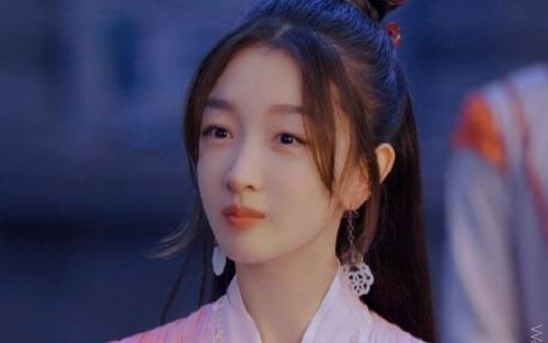NSX 'Thiên cổ quyết trần' bênh vực Châu Đông Vũ trước những lời chê bai nhan sắc cô xấu xí