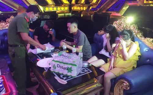 Phát hiện hàng chục đối tượng sử dụng ma túy bên trong quán karaoke giữa mùa dịch