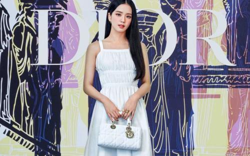 Jisoo Black Pink vinh dự lọt top sao mặc đẹp trong tuần trên Vogue sau khi dự show Dior
