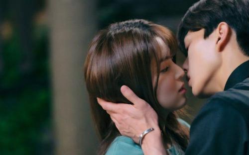 'Nevertheless' tập 2: Cảnh nóng của Song Kang và Han So Hee là mơ nhưng trong hậu trường là thật